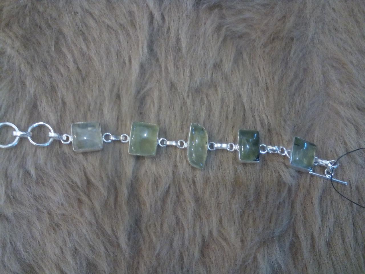 Ніжний браслет з каменем пренит в сріблі. Пренитовый браслет