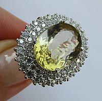 Нарядное кольцо с желтым кварцем, овал (11.8х15.5мм) и фианитами