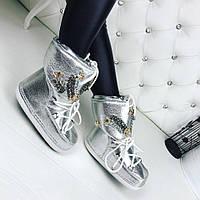 Стильные ботинки, луноходы MOON BOOT серебристого цвета с декором из камней