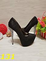 Туфли с шипами черные с голографическими блестками