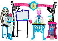 Игровой набор Monster High кукла Френки Штейн Научный класс