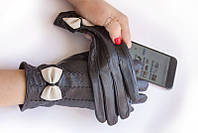 Кожаные перчатки с украшением в три строчки вдоль руки