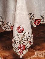 Красивая атласная скатерть цвета шампань большого размера 160*220 см с вышитыми цветами