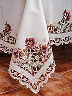 Скатерть цвета шампань на большой кухонный стол с вышитыми цветами.