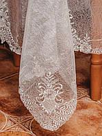 Изысканная  прозрачная скатерть с камнями на средний стол