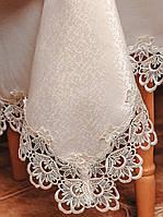 Атласная скатерть цвета шампань с ажурным кружевом на средний стол