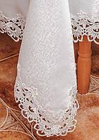 Белая атласная скатерть с ажурной вышивкой на средний стол.