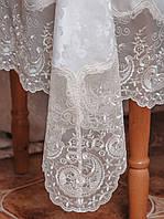 Белоснежная скатерть с камнями и кружевом на круглый стол диаметром 150 см