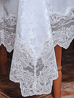 Шикарная белая с камнями скатерть на круглый стол