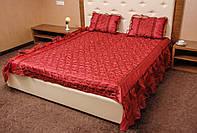 Покрывало атласное с подушками на кровать