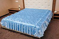 Покрывало атласное с оборками на кровать