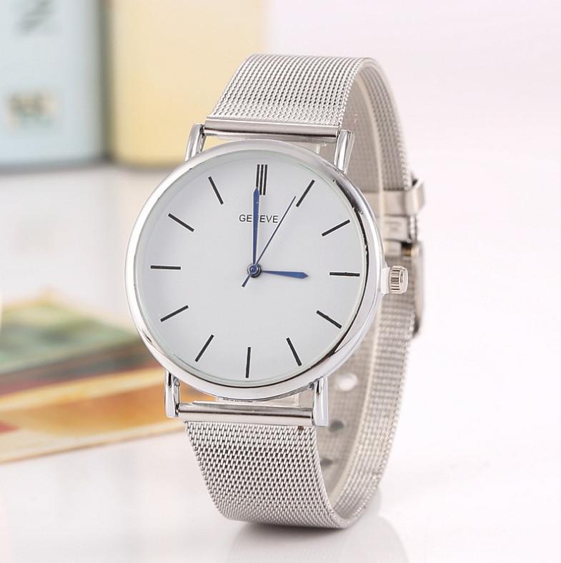 Жіночі наручні годинники на металевому ремінці