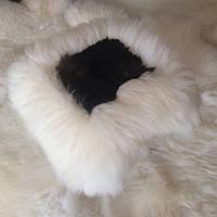 Накидка на табурет из овчины, бело-коричневая