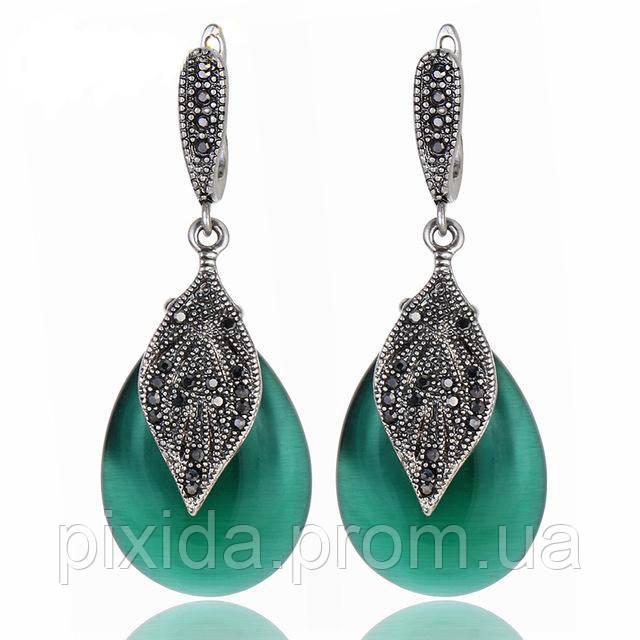 Зеленая капля полудрагоценный камень и черный хрусталь