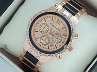Женские кварцевые наручные часы Michael Kors со стразами и черными вставками на ремешке, фото 1
