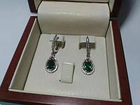 Серебряные серьги подвески с зелеными камнями
