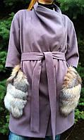 Женское с кашемировое пальто с меховыми карманами-блюфрост