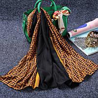 Стильный легкий женский шарф с принтом черного с оранжевым цвета