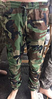 Зауженные мужские штаны камуфляжного типа Милитари