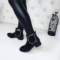 Стильные ботинки черного цвета с заклепками, низкий ход