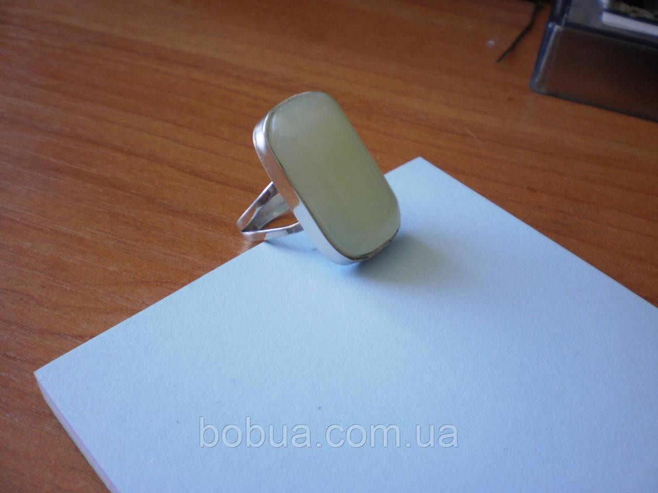 Кольцо с лимонным (белым) нефритом
