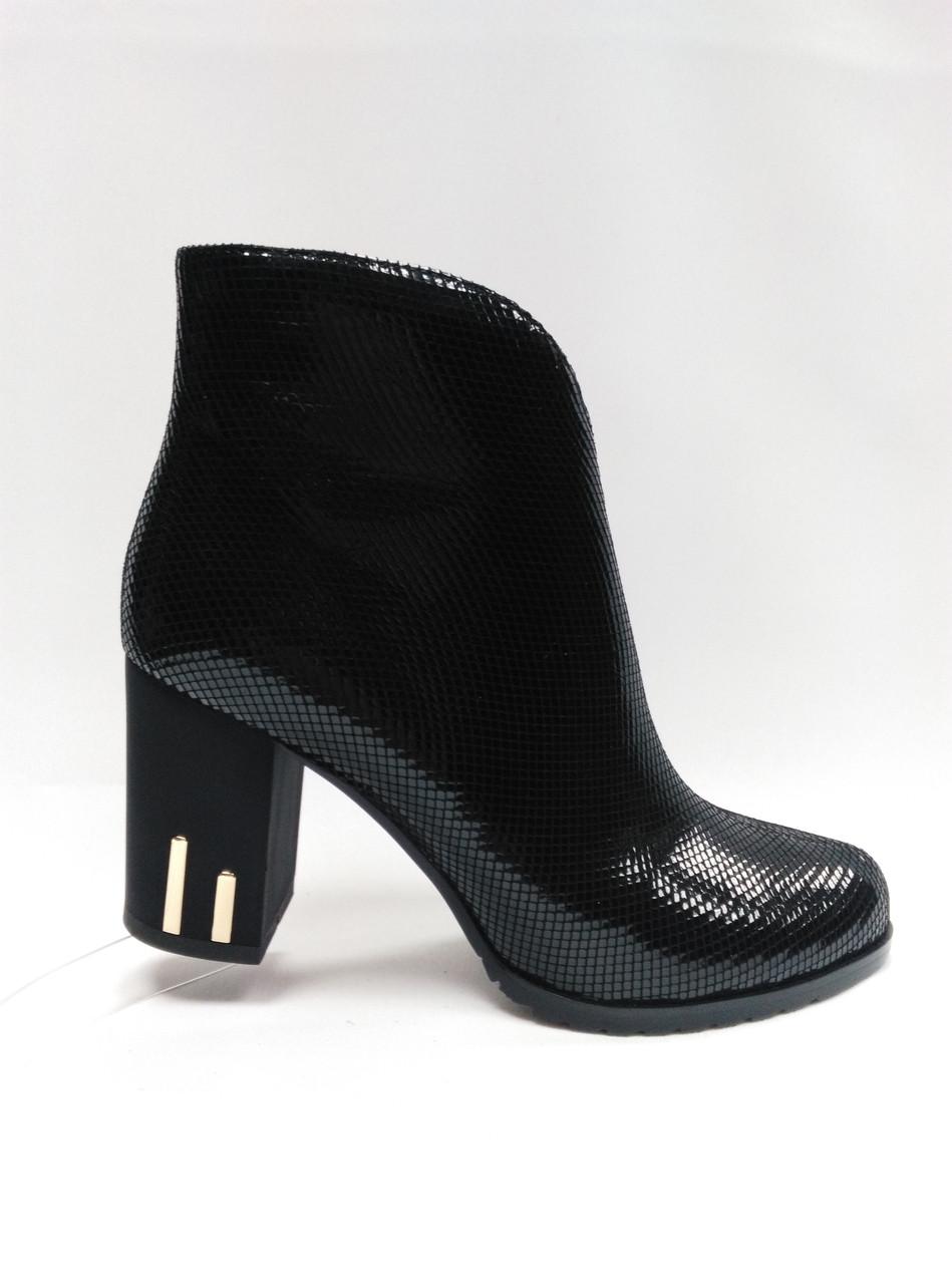Стильные черные ботинки . Ботильйоны.