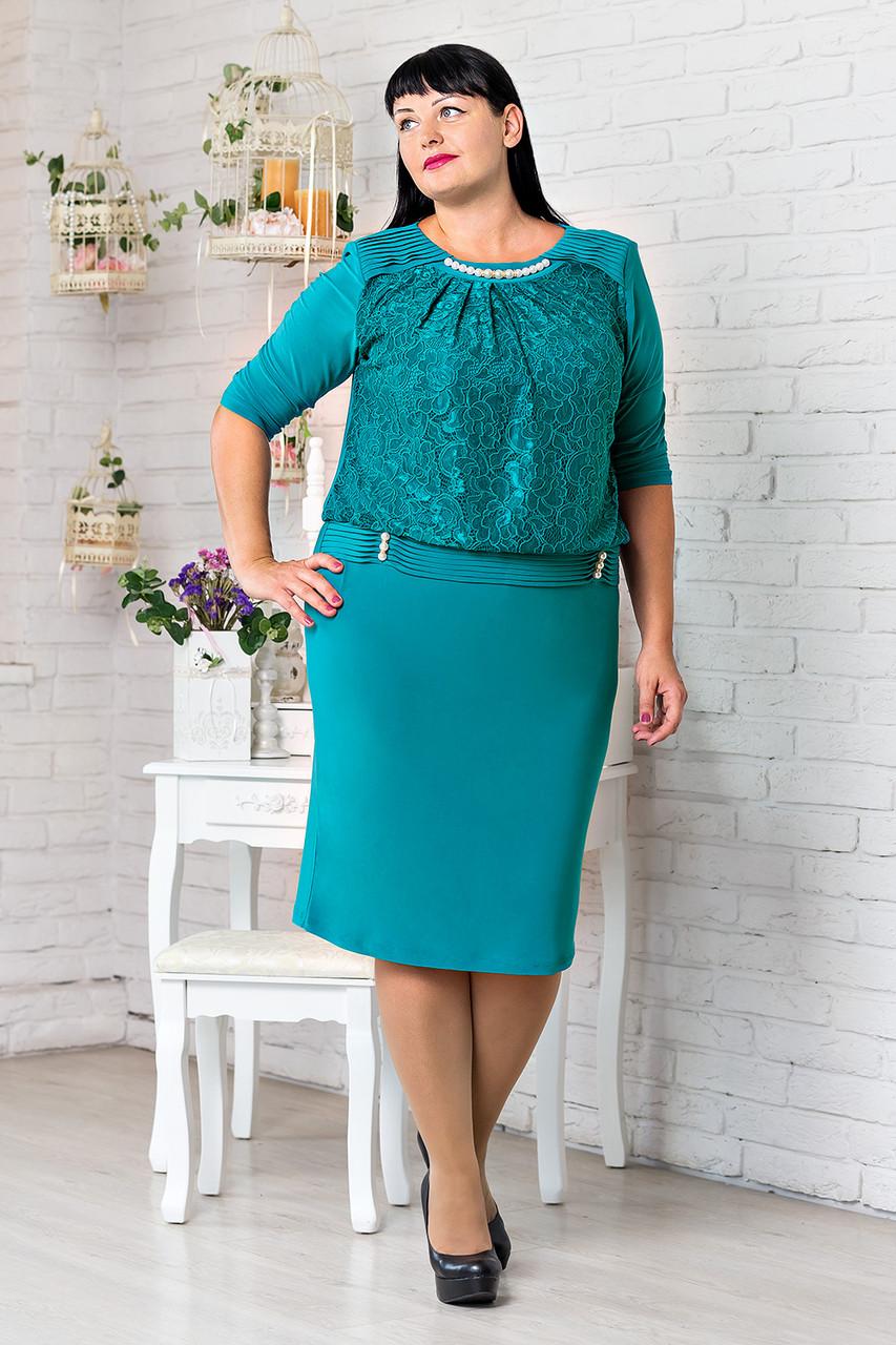 Элегантное женское платье с украшением в виде жемчужин бирюзового цвета