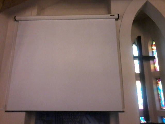 Установка моторизированного экрана и проектора в доме молитв
