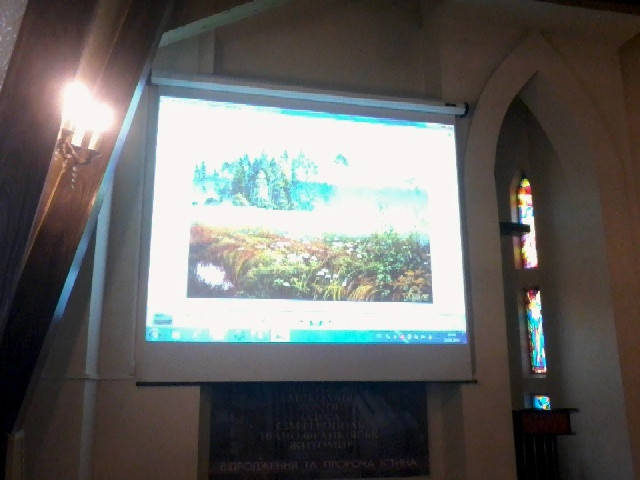 Установка моторизированного экрана и проектора в доме молитв 2