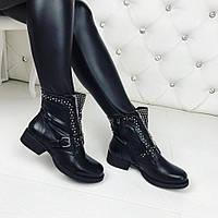 Стильные демисезонные ботинки черного цвета с молнией и заклепками