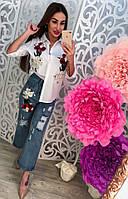 Молодежный, женский, летний костюм рубашка + джинсы, декорирован цветочной вышивкой.