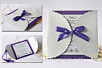 """Свадебная пригласительная ручной работы """"Ажур"""" с дизайнерской тесненной бумаги для фиолетовой свадьбы"""