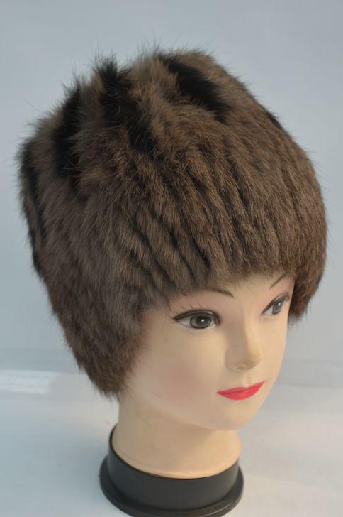 Стильная меховая шапка на трикотажной основе