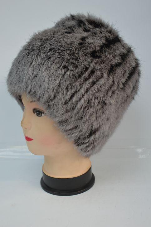 Яркая меховая шапка на трикотажной основе хит продаж