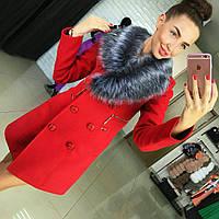Зимнее красивое пальто с меховым воротником