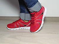 Женские кроссовки красные