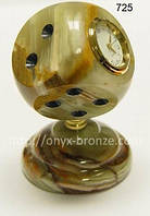 Кубик  часы  из  оникса