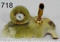 Часы офисные в форме листа из оникса