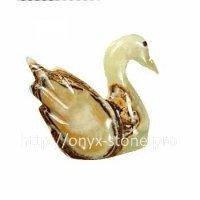 Лебедь из камня оникса