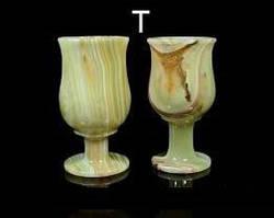 Бокалы в форме тюльпана из оникса