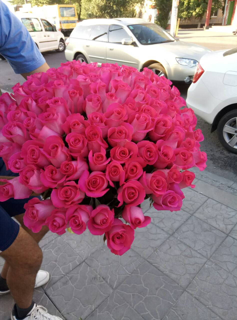Троянда з великим бутоном рожева 101 Троянда Топаз