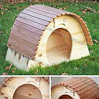Просторный домик-будка для питомца из дерева