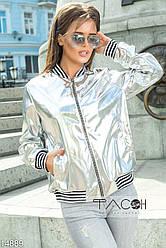 Кожаная курточка с карманами по бокам, декорирована вставками в черно-белую полоску.