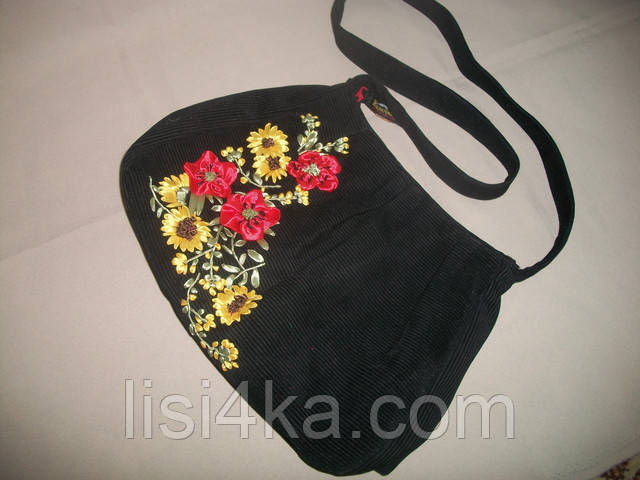 Средняя черная сумка с вышивкой лентами маки и подсолнухи