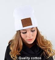 Молодежная шапочка белого цвета