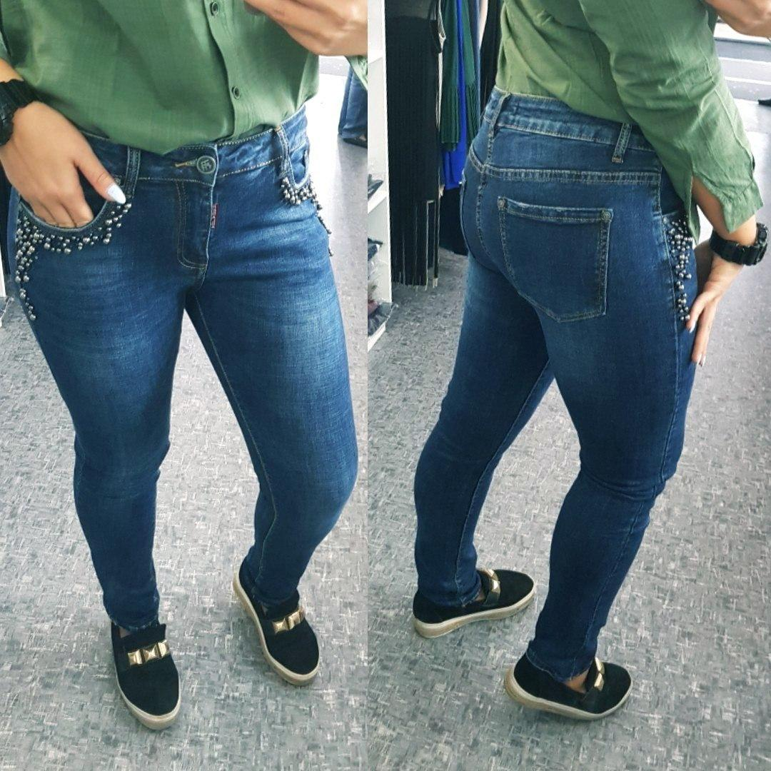 Женские зауженные джинсы с бусинами
