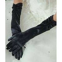Атласные перчатки черного цвета
