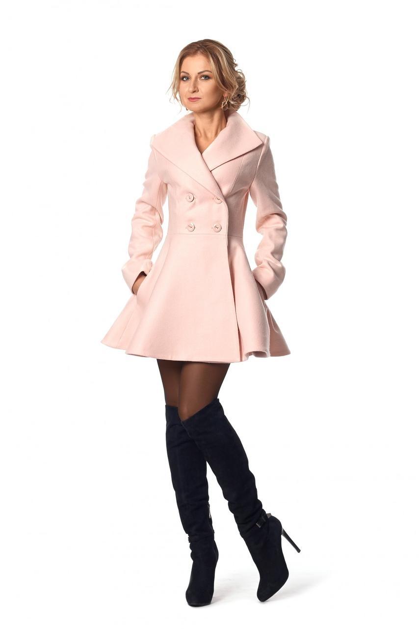 Шикарное приталенное пальто с отложным воротничком