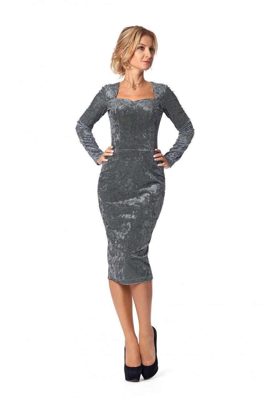 Бархатное приталенное платье миди с длинным рукавом