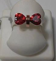 Кольцо женское серебряное с золотом и красным цирконием Бантик